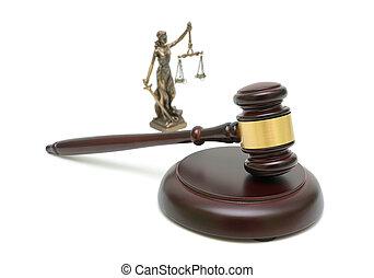 juges, marteau, et, les, statue, de, justice, blanc, arrière-plan.