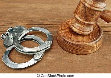 juges, menottes, bois, fond, marteau, rugueux