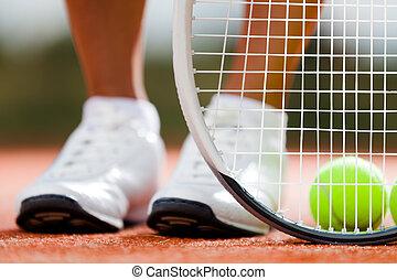 juguetón, raqueta, pelotas, tenis, niña, piernas