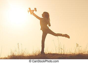juguete, silueta, alegre, tenencia, niña, avión