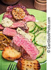 Juicy steak with vegetables