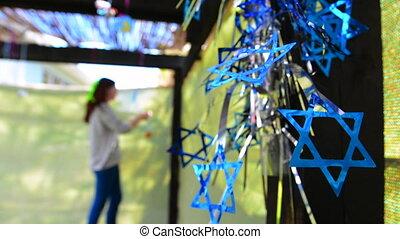juif, décorer, femme, sukkah
