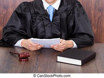 juiz, documentos, segurando