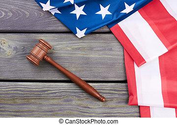 juiz, gavel, e, bandeira americana, topo, vista.