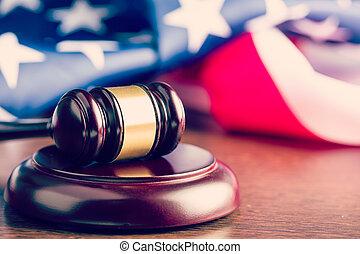 juiz, gavel, e, fundo, com, bandeira eua