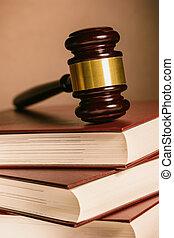 juiz, gavel, mentiras, ligado, empilhado, livros