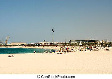 Jumeirah Beach, Dubai - Beachgoers on Jumeirah Beach, Dubai