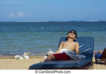 junge, auf, tropischer strand