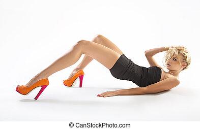 junge dame, tragen, orange, hoch-absätze
