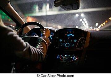 junge frau, fahren autos, nacht