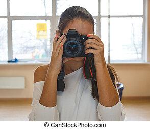 junge frau, fotograf, nehmen, photo., professionell, fotoapperat