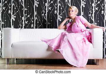 junge frau, in, rosa kleid