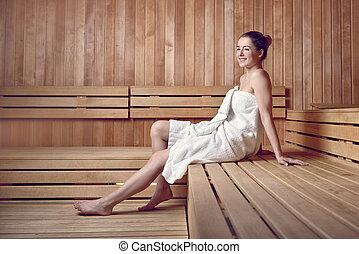 frau handtuch sauna vorbereiten blond aufgewickelt handtuch oben ohne sauna. Black Bedroom Furniture Sets. Home Design Ideas