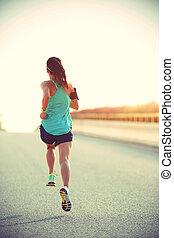 junge frau, läufer, rennender , auf, stadt- straße