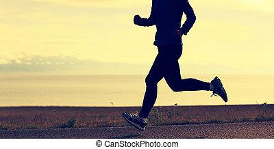 junge frau, läufer, rennender , auf, strand, spur