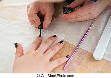 junge frau, machen, nagelkosmetik