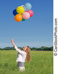 junge frau, mit, farbenprächtige luftballons, in, der, feld