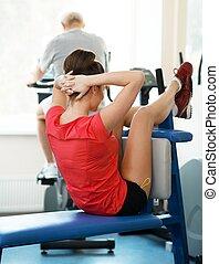 junge frau, und, älterer mann, machen, verschieden, fitness, übungen