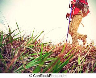 junge frau, wanderer, wandern, auf, strand, spur