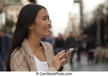junge frauen, gebrauchend, telefon