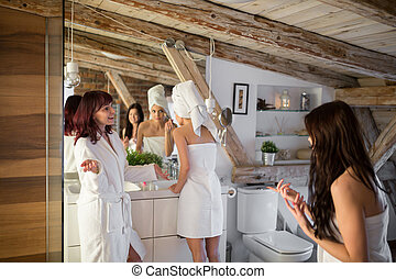 junge frauen, haben, schönheitsbehandlung, in, badezimmer