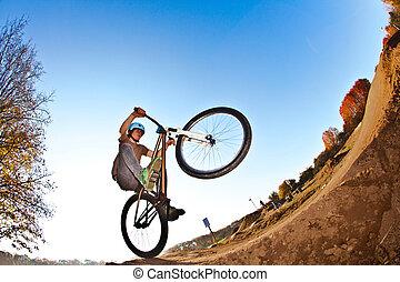junge, gehen, zerstreut, mit, seine, fahrrad