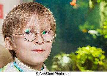 junge, in, brille