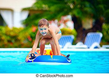Junge, Kind, Spaß, schwimmender, Haben, Teich, glücklich