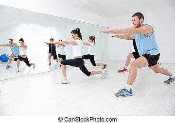 junge leute, gruppe, in, fitneßklub
