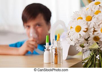junge, medikation, vordergrund, vorrichtung, inhalationsapparat benutzend, blurry