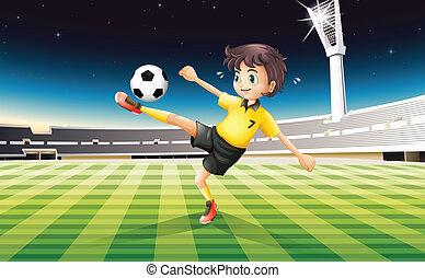 junge, seine, gelber , uniform, feld, fußball, spielende