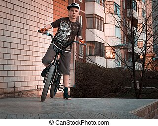 junge, städtisch, rampe, junger, sonnenuntergang, hintergrund, bmx, reiter