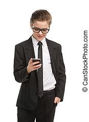 junge, wenig, beweglich, freigestellt, formalwear, heiter, telefon, während, telefon., besitz, geschäftsmann, lächeln, weißes