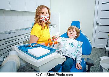 junge, wenig, dental, klinik, wie, zahnarzt, reinigende zähne, unterricht