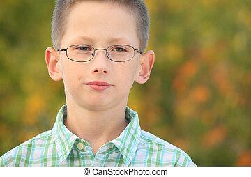 junge, wenig, herbst, früh, park., ernst, porträt, brille