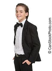 junge, wenig, seine, besitz, gentleman., freigestellt, formalwear, heiter, während, taschen, hände, lächeln, weißes