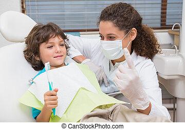 junge, wenig, toothrbrush, ausstellung, zahnarzt, pädiatrisch, stuhl