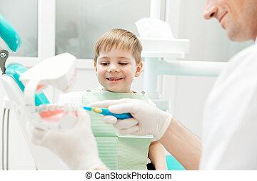 junge, wenig, wie, zahnarzt, reinigende zähne, unterricht
