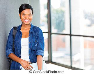 junger, afrikanisch, akademiker, auf, campus