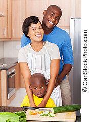 junger, afrikanische amerikanische familie, in, kueche