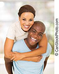 junger, afrikanische amerikanische paare, spaß haben, mit, huckepack