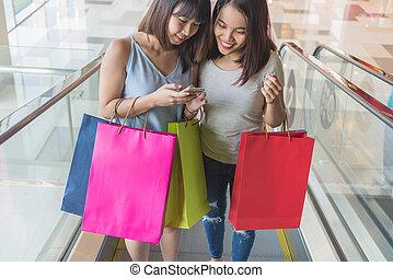 junger, asiatisch, mädels, einkaufen gehend