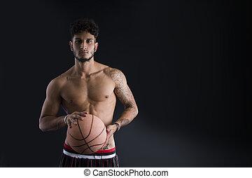junger, athletische, mann, auf, dunkler hintergrund, haltend basketball, kugel