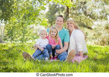 junger, attraktive, familie portrait, park