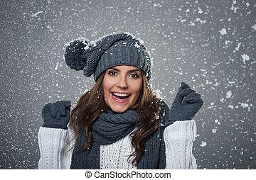 junger, ekstatisch, frau, genießt, zuerst, schnee