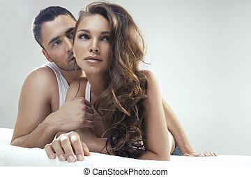 junger, frohes ehepaar, bett