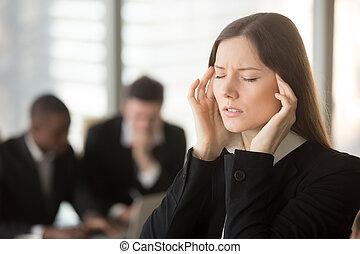 junger, frustriert, geschäftsfrau, unwohl fühlen,...