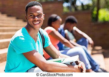 junger, mann, afrikanisch, student, auf, campus
