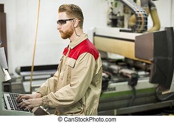 junger mann, arbeitende , in, der, möbel, fabrik