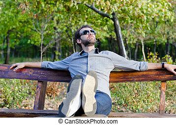 deeply junger bank drau en eingeschlafen mann profil stockbild suche fotos und foto. Black Bedroom Furniture Sets. Home Design Ideas